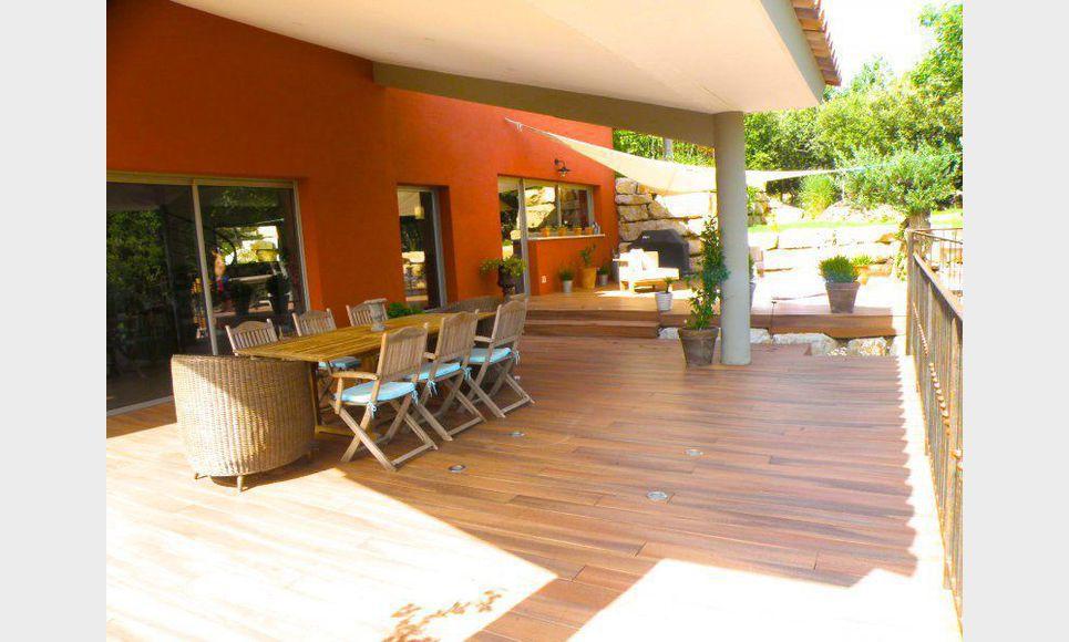 Villa standing 245 m2 avec piscine saint maximin vente for Piscine st maximin