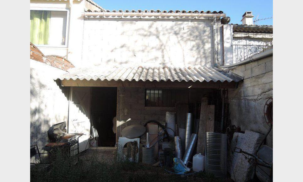 Remise avec grenier et jardin saint maximin vente box for Garage fiat saint maximin la sainte baume
