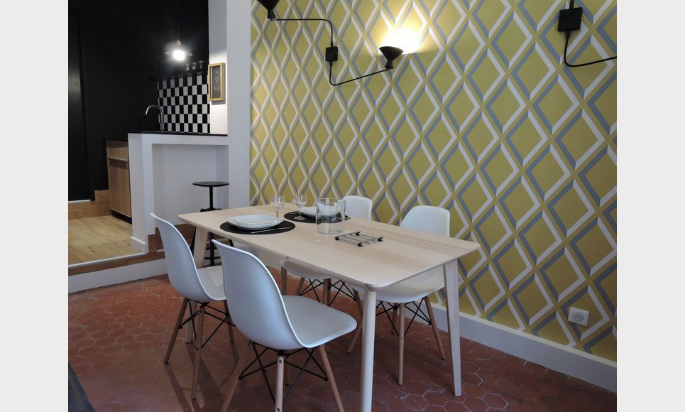 t2 meubl au coeur du centre ville historique location appartement aix en provence 1000 eur. Black Bedroom Furniture Sets. Home Design Ideas