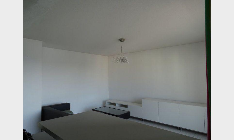 appartement t2 meubl terrasse garage ascenseur location appartement aix en provence 850 eur. Black Bedroom Furniture Sets. Home Design Ideas