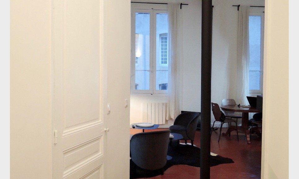 t2 meubl de standing centre ville historique location appartement aix en provence 1250 eur. Black Bedroom Furniture Sets. Home Design Ideas