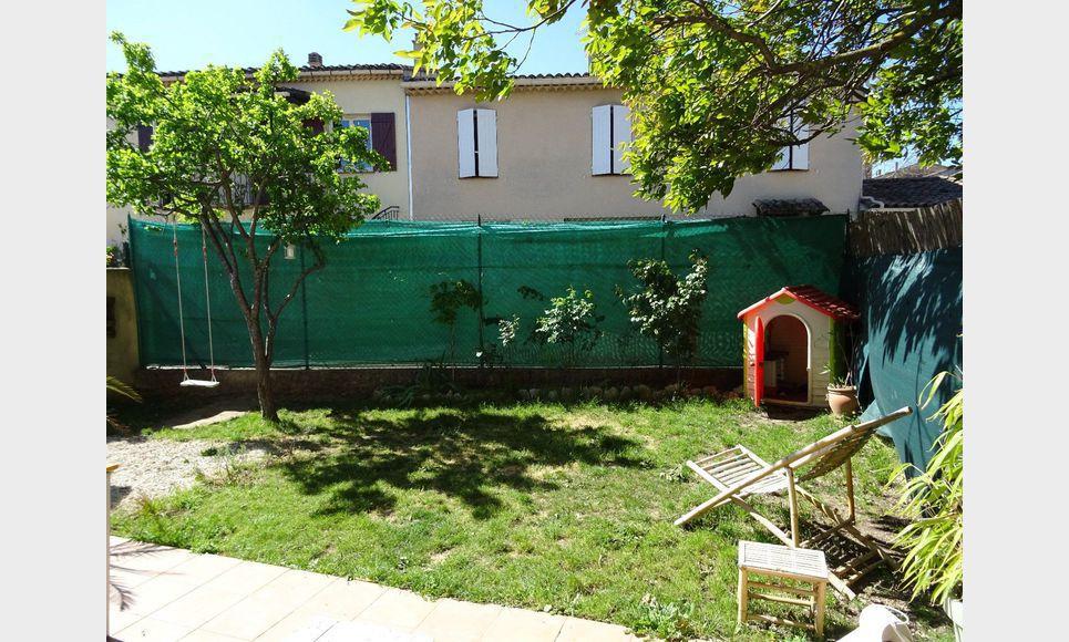 Villa mitoyenne t3 saint maximin jardin et garage for Garage auto saint maximin la sainte baume
