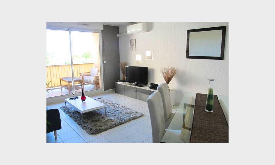 t2 meubl avec terrasse et parking location appartement aix en provence 1050 eur goyard. Black Bedroom Furniture Sets. Home Design Ideas