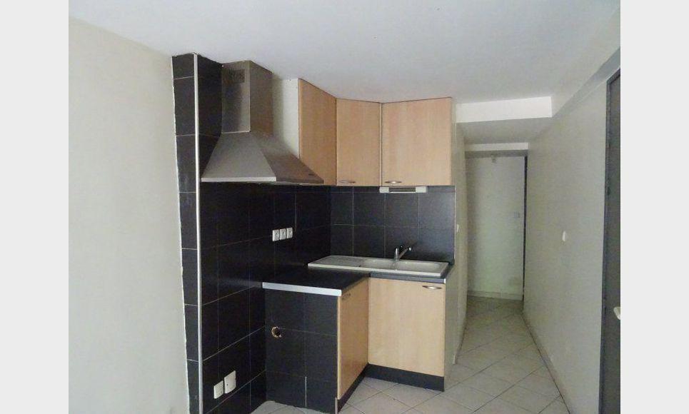 Appartement t2 de 40m2 st maximin centre ville for Appartement de ville