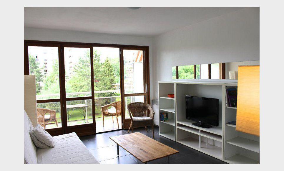 type 2 meubl terrasse residence avec piscine location appartement aix en provence 990 eur. Black Bedroom Furniture Sets. Home Design Ideas