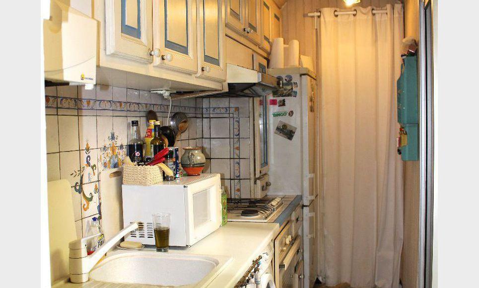grand t2 3 jardin meubl quartier mazarin location appartement aix en provence 1100 eur. Black Bedroom Furniture Sets. Home Design Ideas