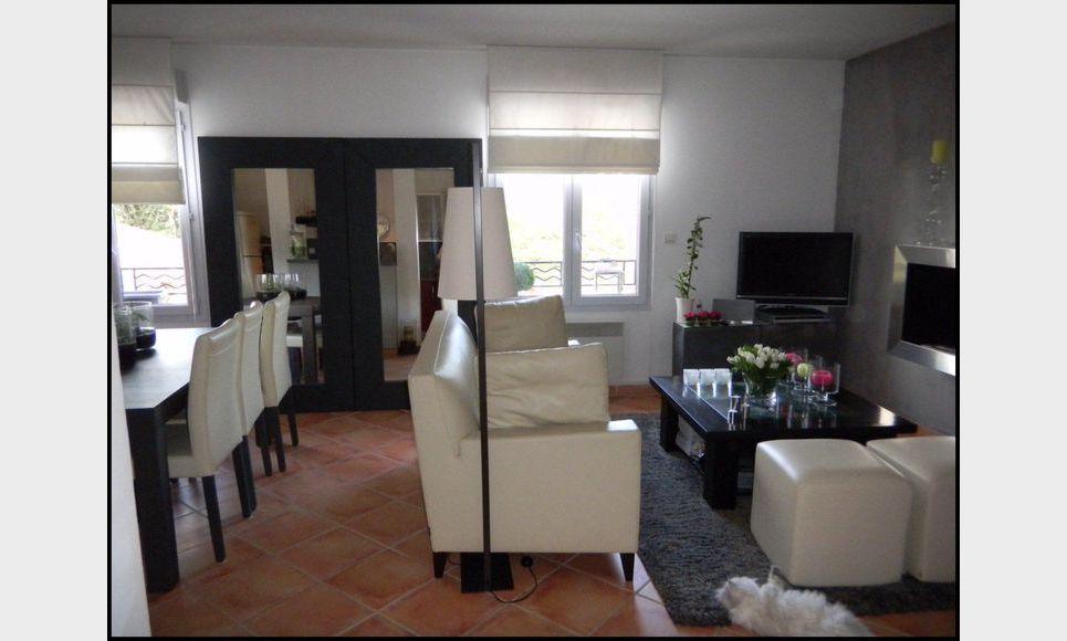 grand t2 de 56 m2 avec parking location appartement aix en provence 930 eur goyard. Black Bedroom Furniture Sets. Home Design Ideas