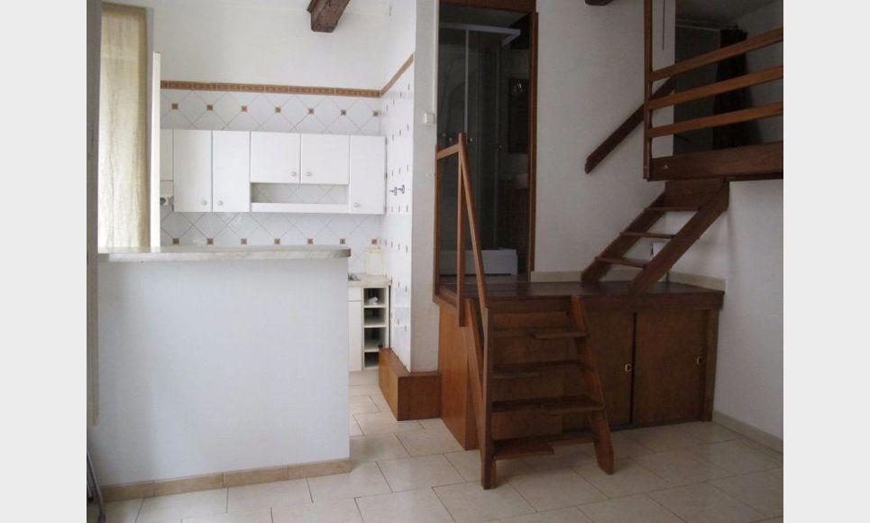 studio vide de 18 3 m2 en centre ville d 39 aix en provence location appartement aix en provence. Black Bedroom Furniture Sets. Home Design Ideas