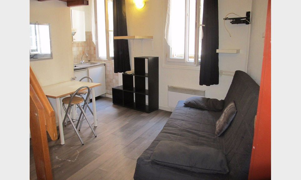 studio meubl de 15 2 m2 dans le centre ville d 39 aix en prove location appartement aix en. Black Bedroom Furniture Sets. Home Design Ideas