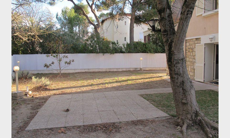 Maison t 6 au calme centre ville pieds location maison for Aix en provence location maison
