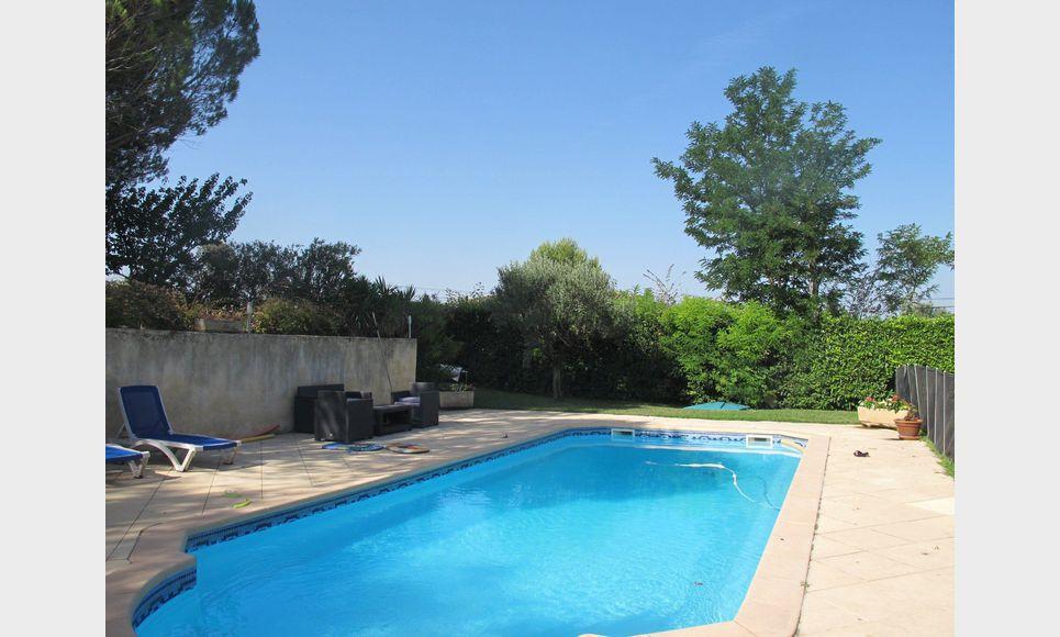 les milles villa t5 au calme avec piscine vente maison villa les milles 655000 eur. Black Bedroom Furniture Sets. Home Design Ideas