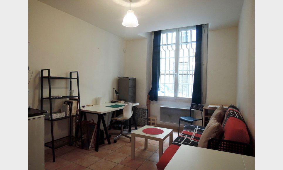 Aix centre historique studio lou et meubl vente appartement aix en prov - Vendre appartement loue ...