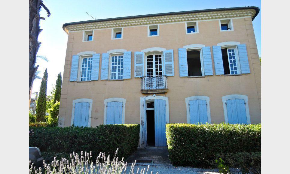 Au calme t3 proche centre ville d 39 aix en provence avec for Achat maison aix en provence centre ville