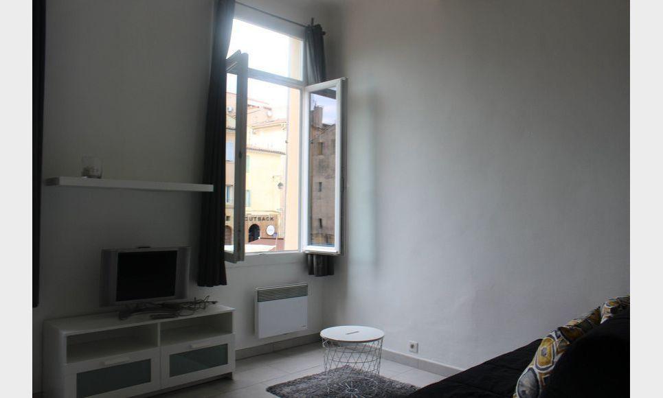 studio meubl cv proche de la place des cardeurs location appartement aix en provence 580. Black Bedroom Furniture Sets. Home Design Ideas