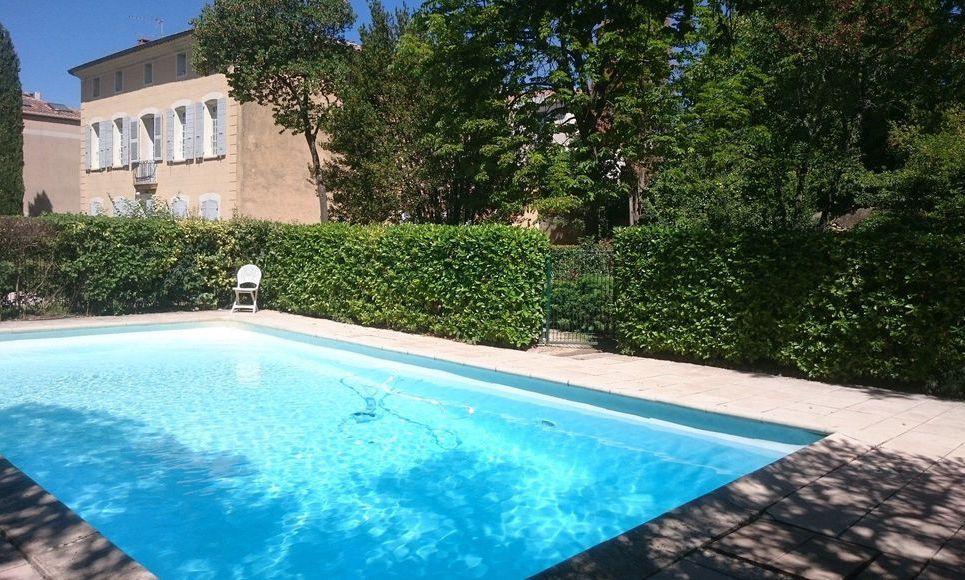 Au calme T3 proche centre ville d'Aix en Provence avec pisci