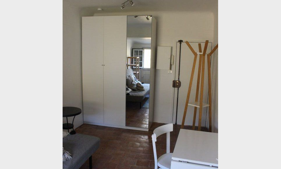 studio de 23m2 meubl en centre ville quartier mazarin location appartement aix en provence. Black Bedroom Furniture Sets. Home Design Ideas