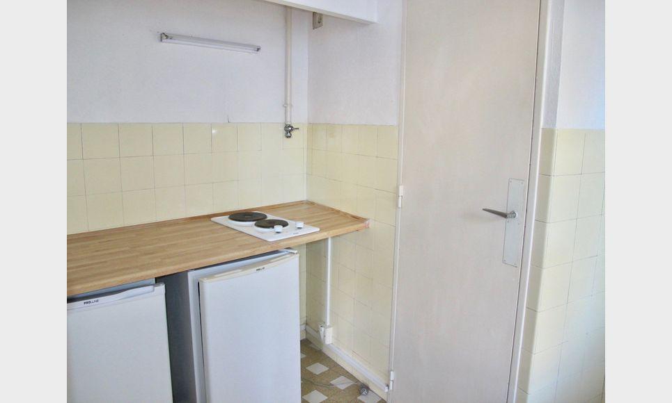 Appartement T1 32m2 balcon cour intérieure et cave : Photo 4