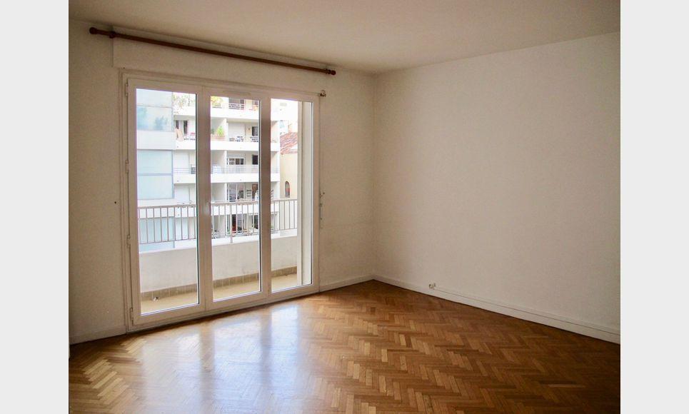 Appartement T1 32m2 balcon cour intérieure et cave