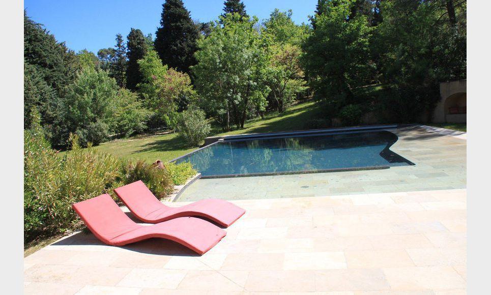 Propriété de 400m2 à Aix en Provence avec piscine sur un ter : Photo 3