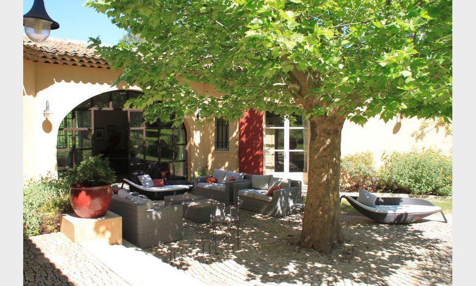 Propriété de 400m2 à Aix en Provence avec piscine sur un ter : Photo 5
