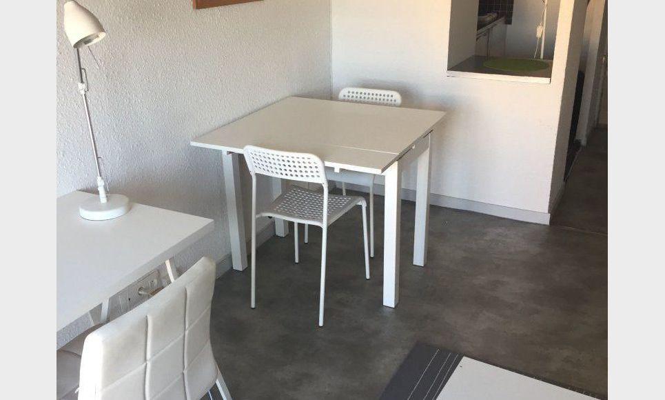 Studio meublé avec balcon : Photo 3