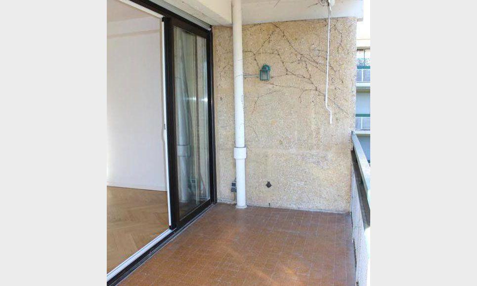 T3 79m2 avec terrasse et parking AIX RES STE VICTOIRE : Photo 2