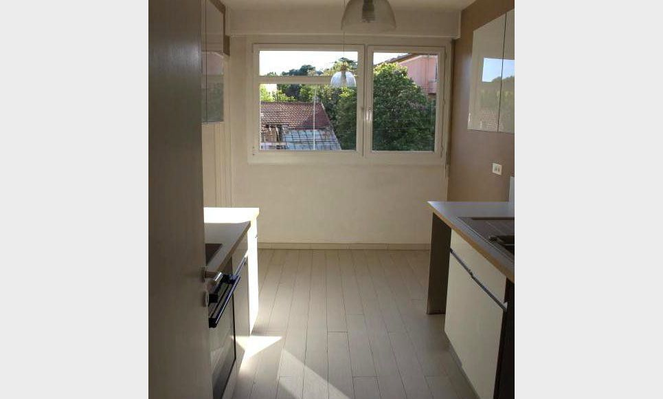 T3 79m2 avec terrasse et parking AIX RES STE VICTOIRE : Photo 4
