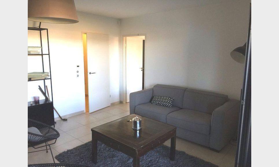 T2 RECENT AIX SUD avec terrasse et garage en ss-sol : Photo 1