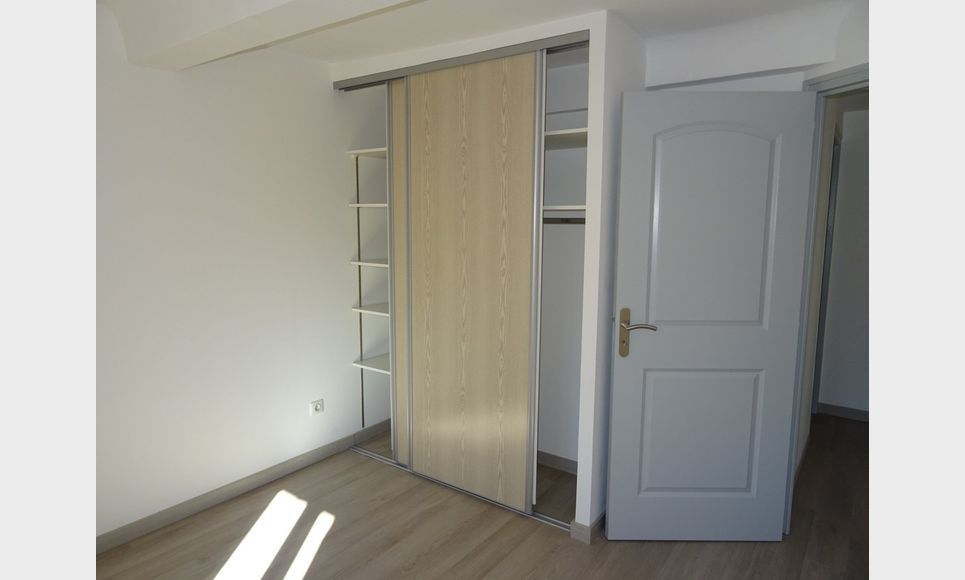 APPARTEMENT NEUF - ROUGIERS : Photo 5
