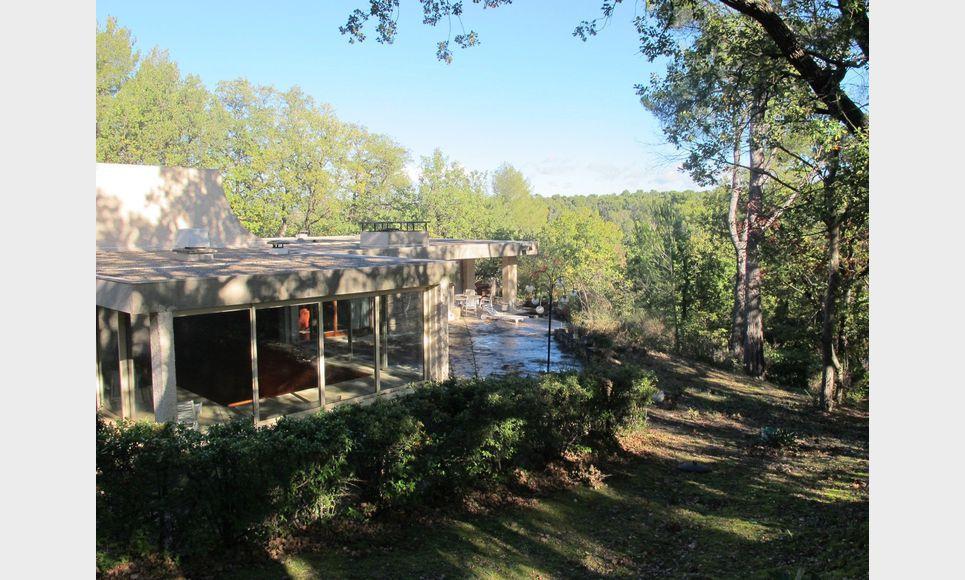 Villa d'architecte toit terrasse T6 261,55m2 sur 6700m2