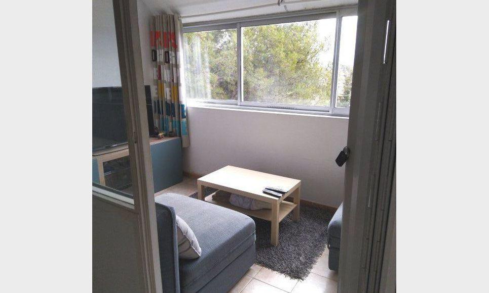T1/T2 40 m2 avec place de parking dans résidence sécurisée a : Photo 2