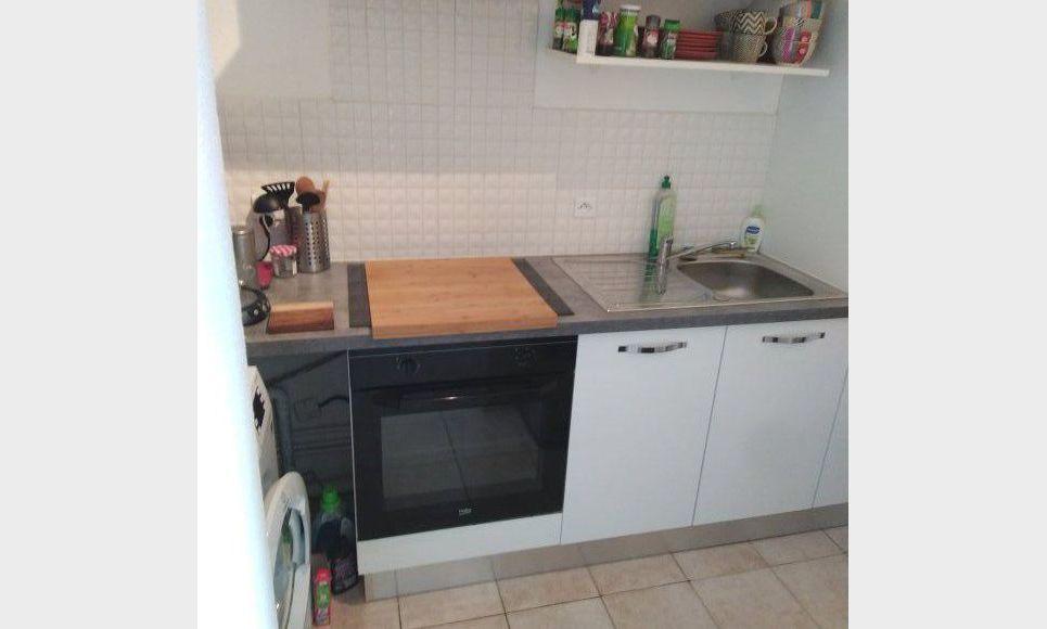 T1/T2 40 m2 avec place de parking dans résidence sécurisée a : Photo 3