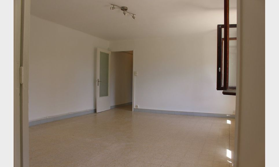 T2 AIX Nord Portail Cézanne 46m2 avec stationnement : Photo 1