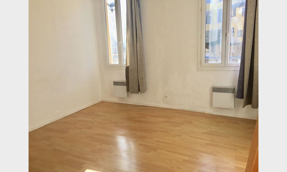 Studio avec mezzanine - 30m2 - Place des Cardeurs : Photo 1