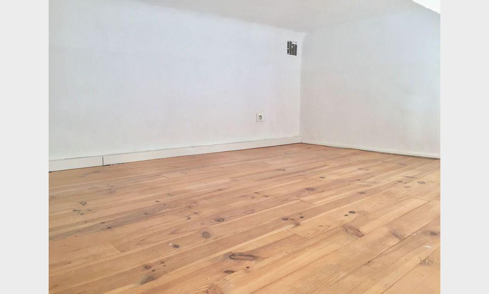 Studio avec mezzanine - 30m2 - Place des Cardeurs : Photo 3