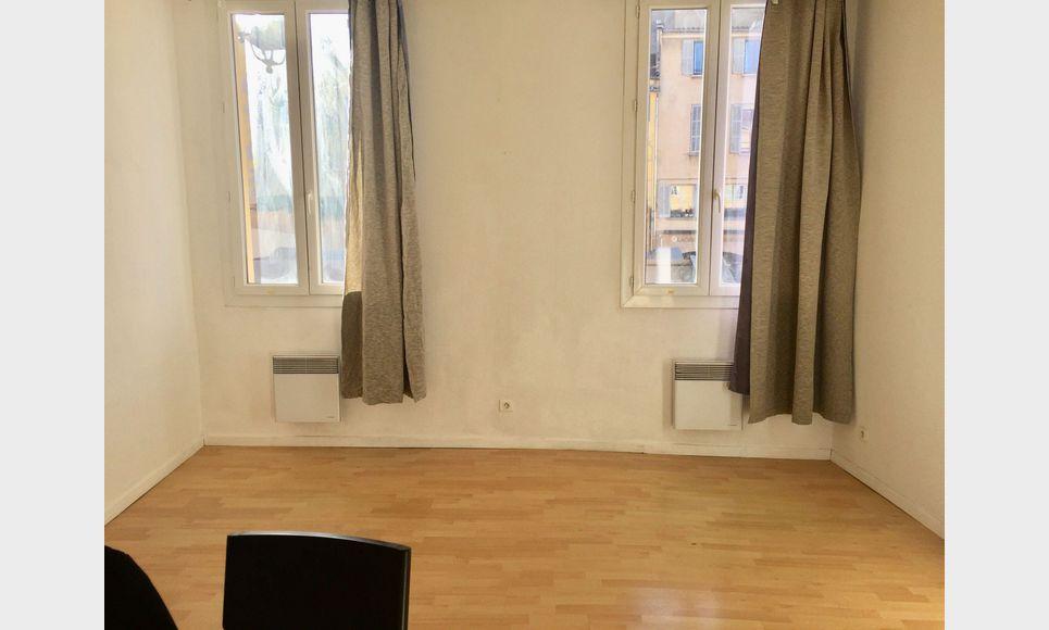 Studio avec mezzanine - 30m2 - Place des Cardeurs : Photo 4