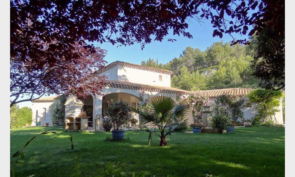 Villa sur parc arboré de 1 hectare avec piscine et garages - : Photo 1