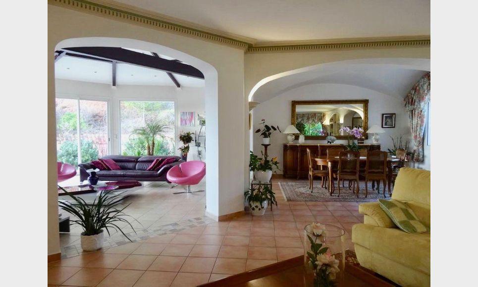 Villa sur parc arboré de 1 hectare avec piscine et garages - : Photo 3
