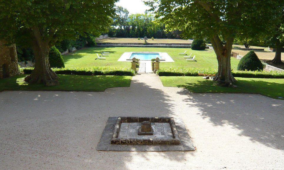 Propriété du 17ème siècle sur 3 hectares de terrain à Aix en : Photo 1