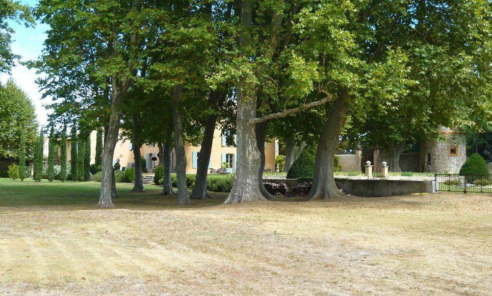 Propriété du 17ème siècle sur 3 hectares de terrain à Aix en : Photo 3