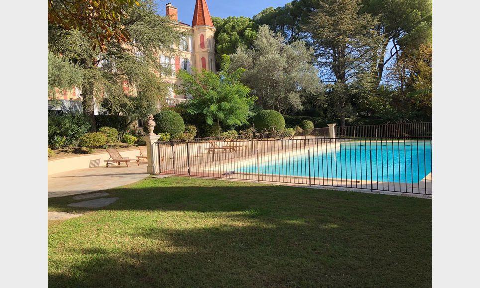 Lançon Provence 8 appartements dans château
