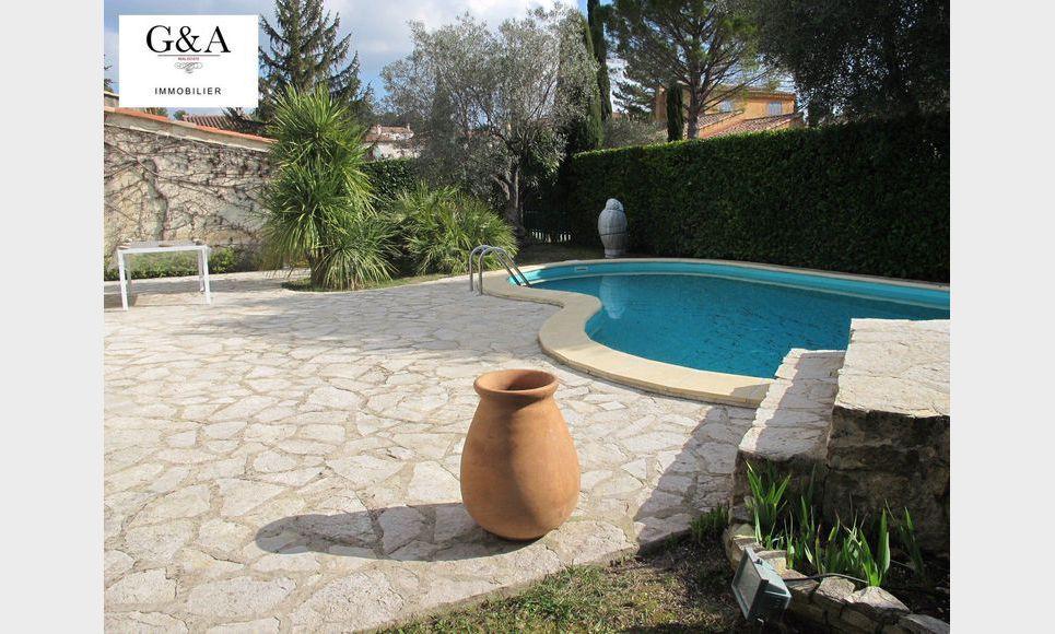 Villa T4 au calme avec piscine et garage