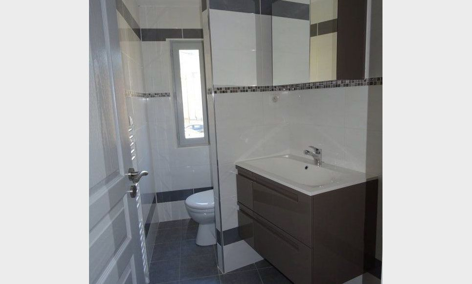 APPARTEMENT NEUF - ROUGIERS : Photo 3