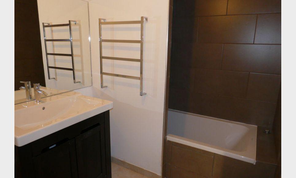 Appartement T2 50m2 avec terrasse et parking Luynes : Photo 3