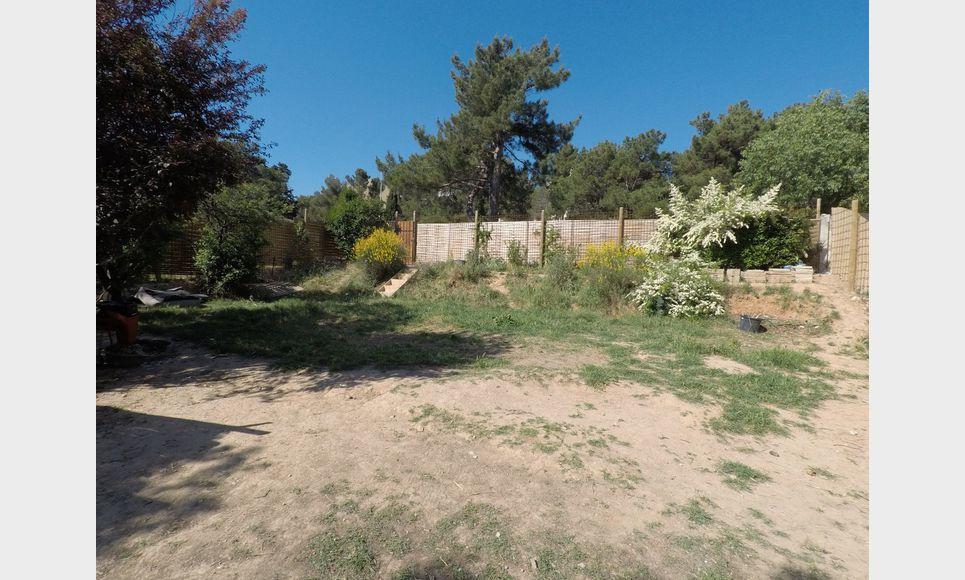 Terrain à bâtir 700m2 Aix en Provence : Photo 1