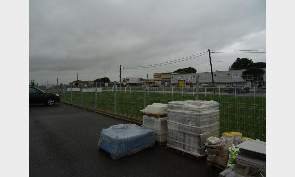 LOCAL COMMERCIAL, STOCKAGE ET PARKING : Photo 1