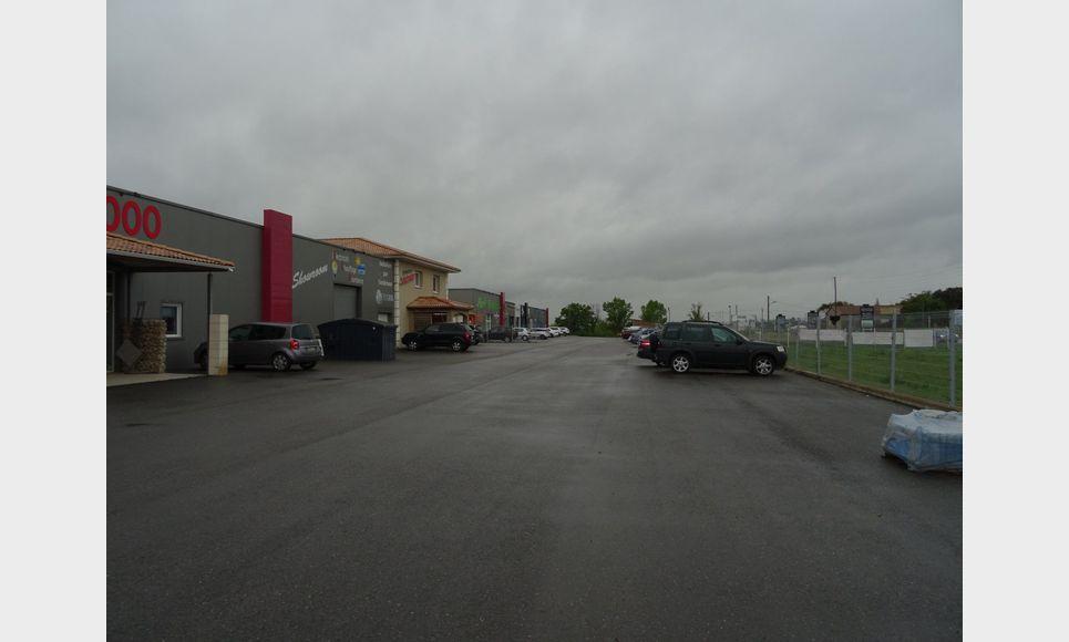 LOCAL COMMERCIAL ET PARKING : Photo 1
