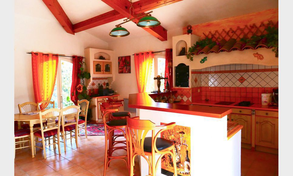 Très jolie maison de 153m2 sur un terrain de 1360 m2 avec pi : Photo 5