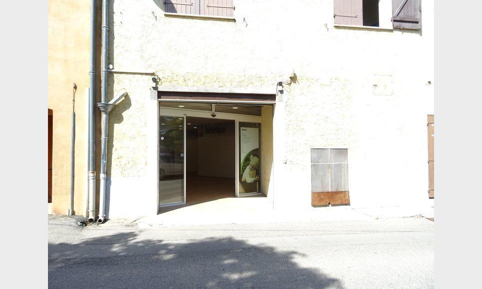 LOCAL COMMERCIAL D'ENVIRON 110 m2 : Photo 4