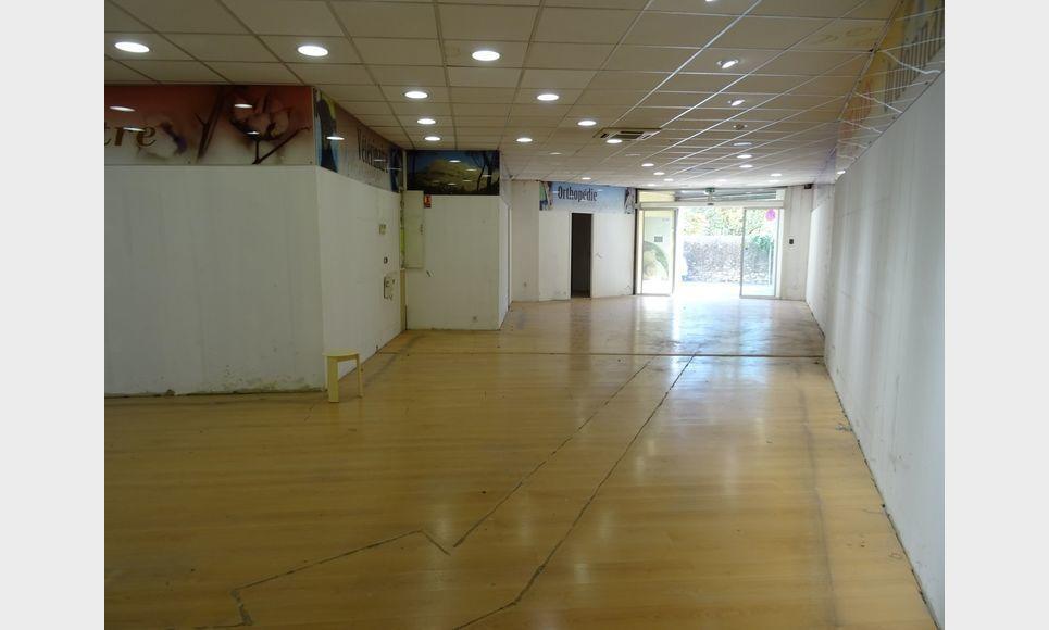 LOCAL COMMERCIAL D'ENVIRON 110 m2